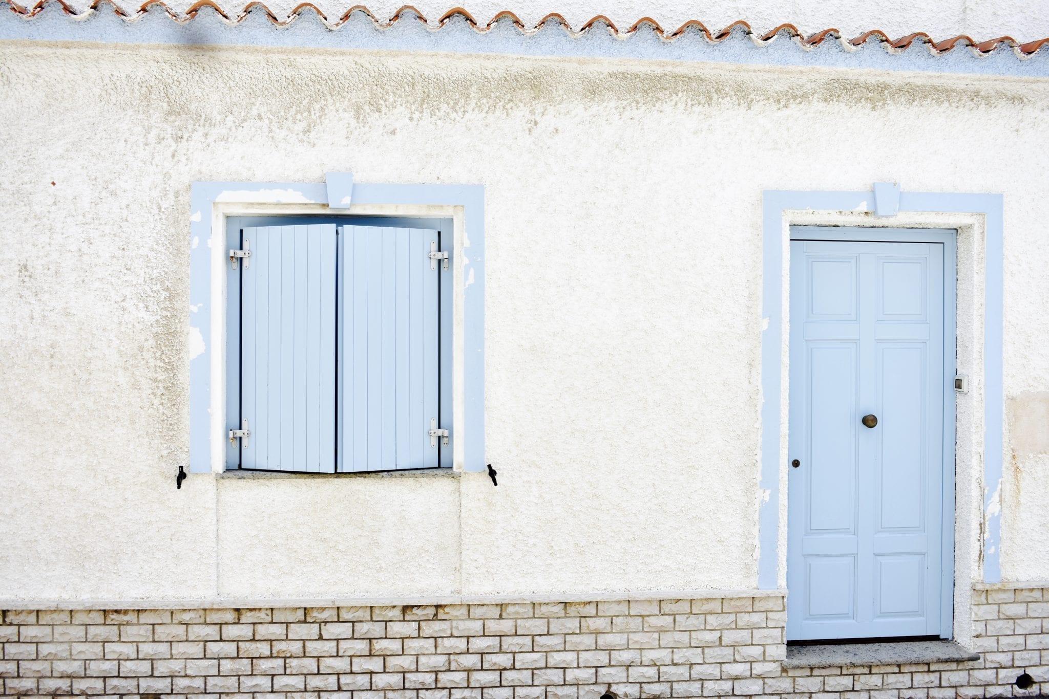 Case bianche e blu Calasetta - Le Plume