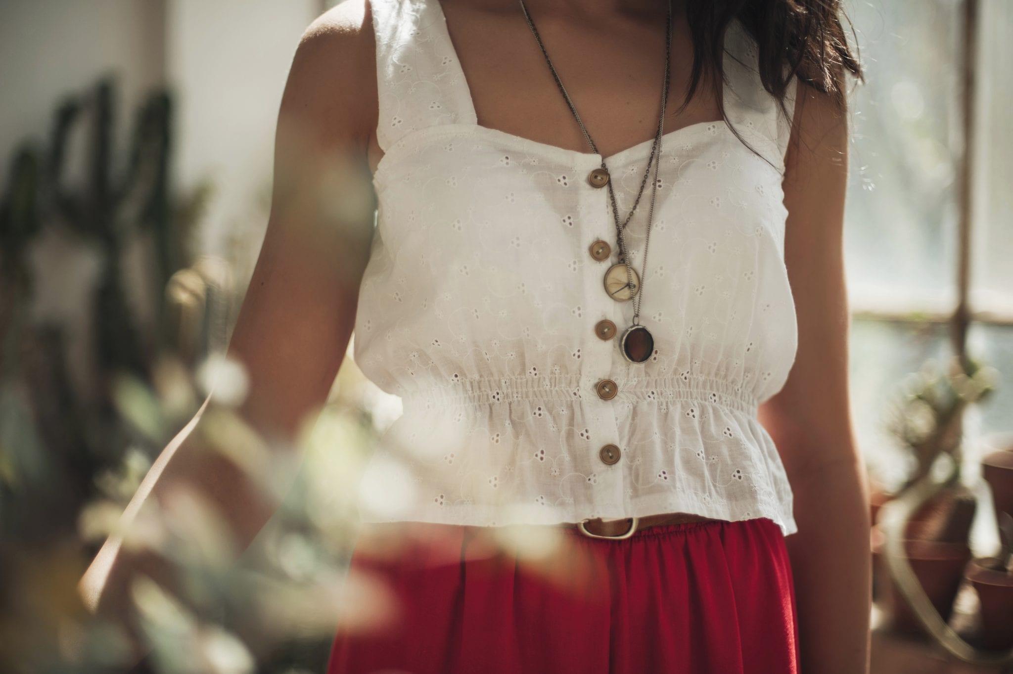 dettaglio camicia bianca - Carolina Emme - Le plume
