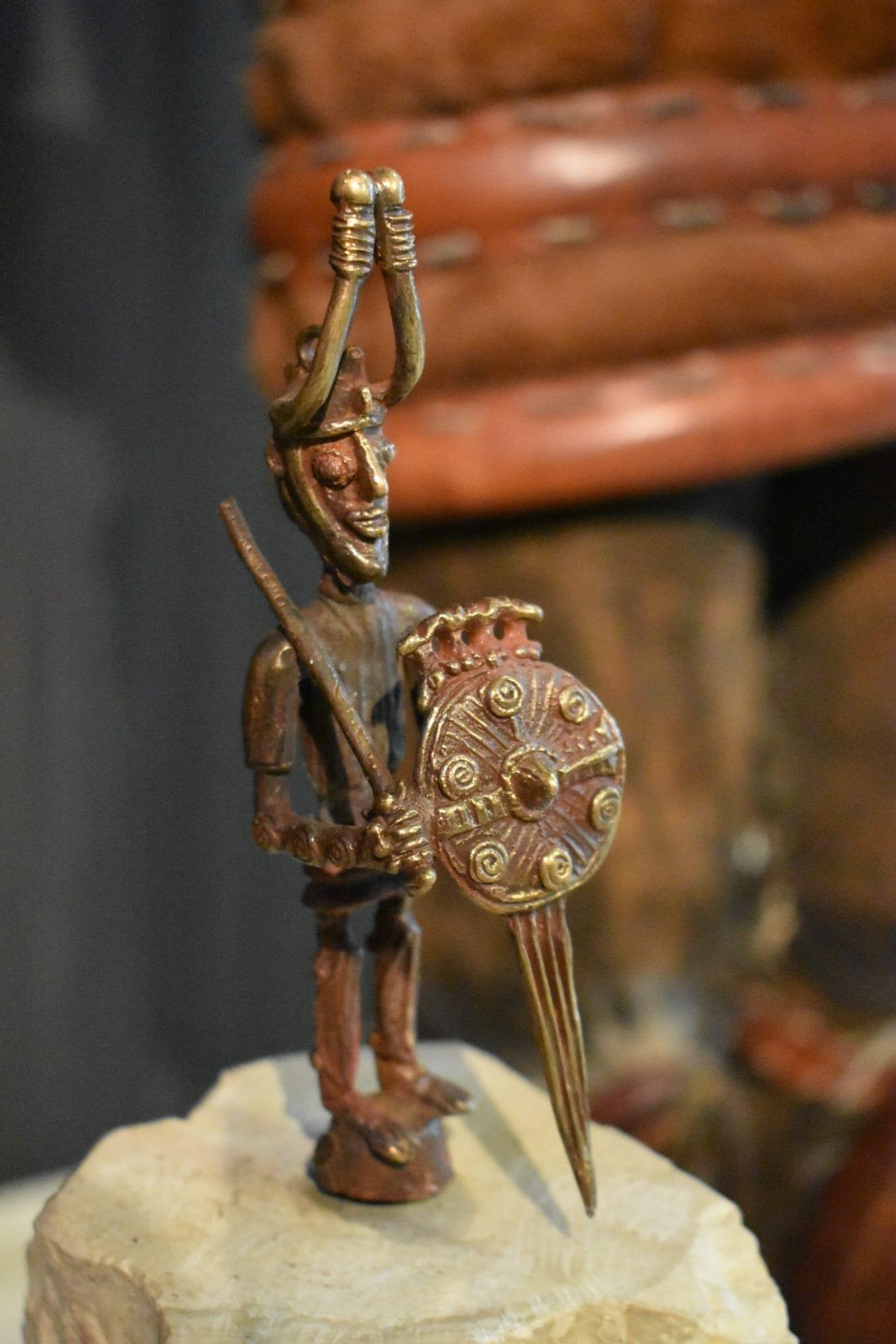 Bronzetto spada - Nuragica - Le Plume
