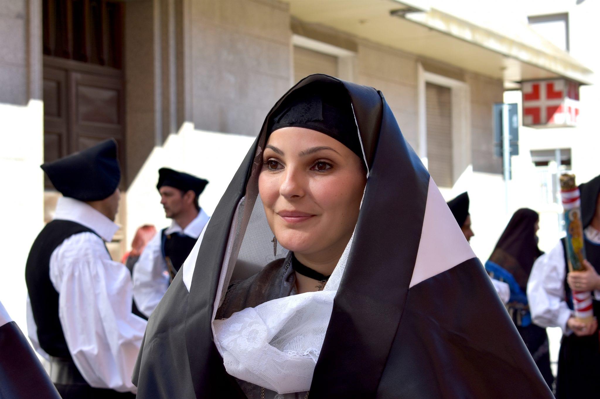 S. Efisio 2019 - festa della mamma - le plume - viso