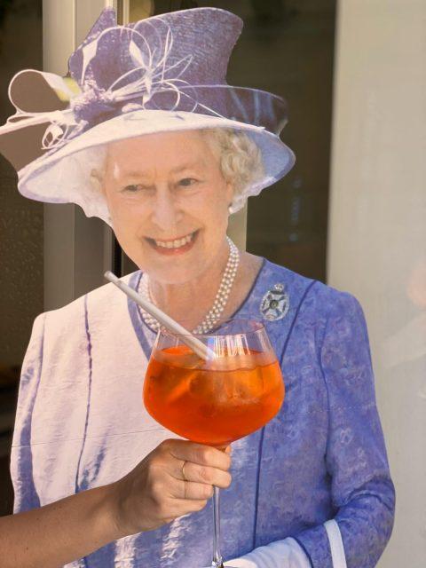 The Queen Coccodi riapertura Le Plume